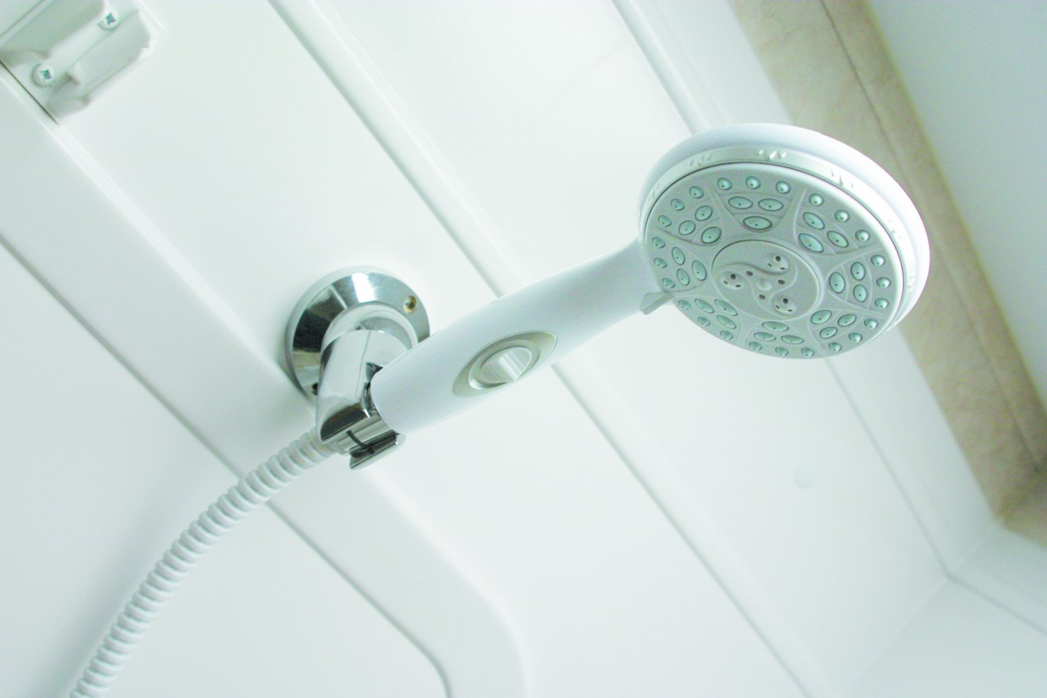 Buy a Showerhead Which Will Keep Chlorine Out From The Bathroom
